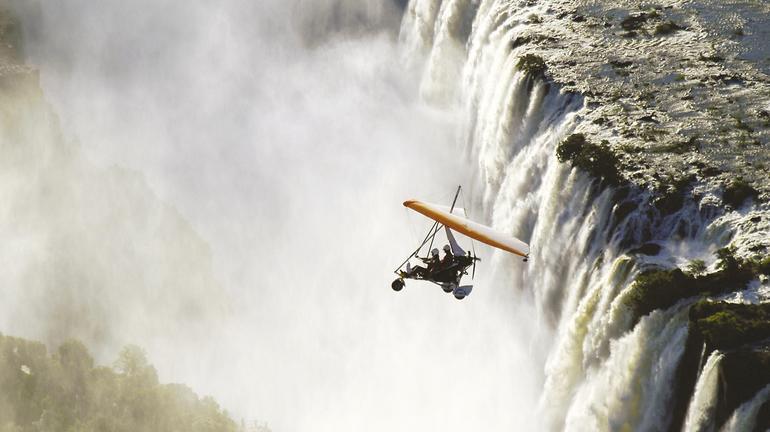 Microlight-flight-over-the-Victoria-Falls