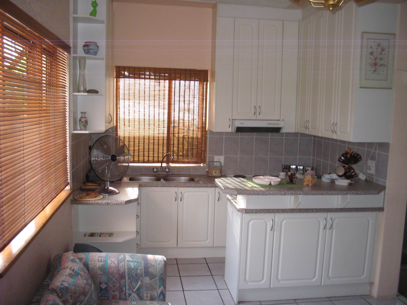 Lizelles lodge in strand western cape south africa for Kitchenette units south africa