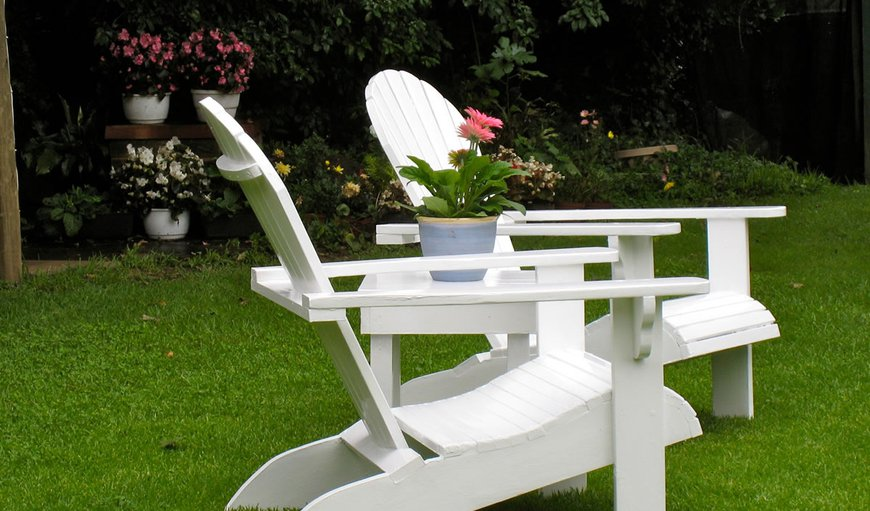 A peaceful seat in ther garden for tea or bird-watching