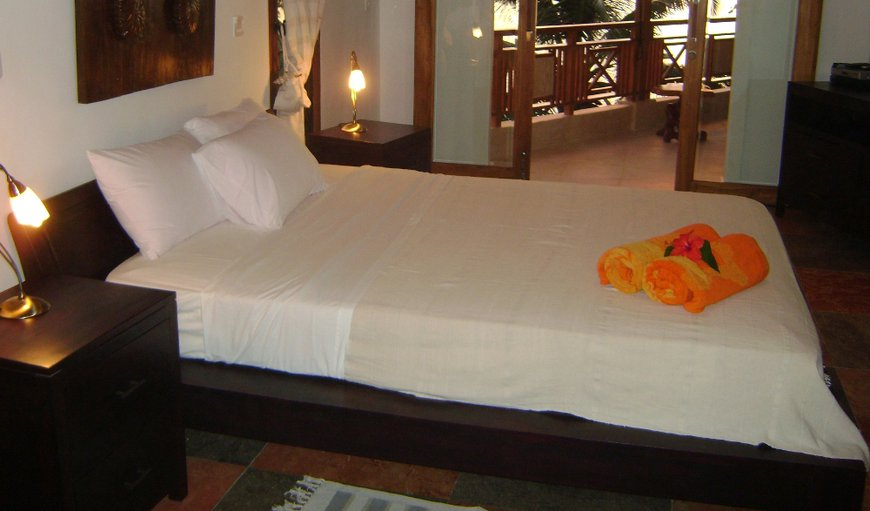 Spacious airconditioned bedrooms with ensuite bathroom and direct accces to the open verandah
