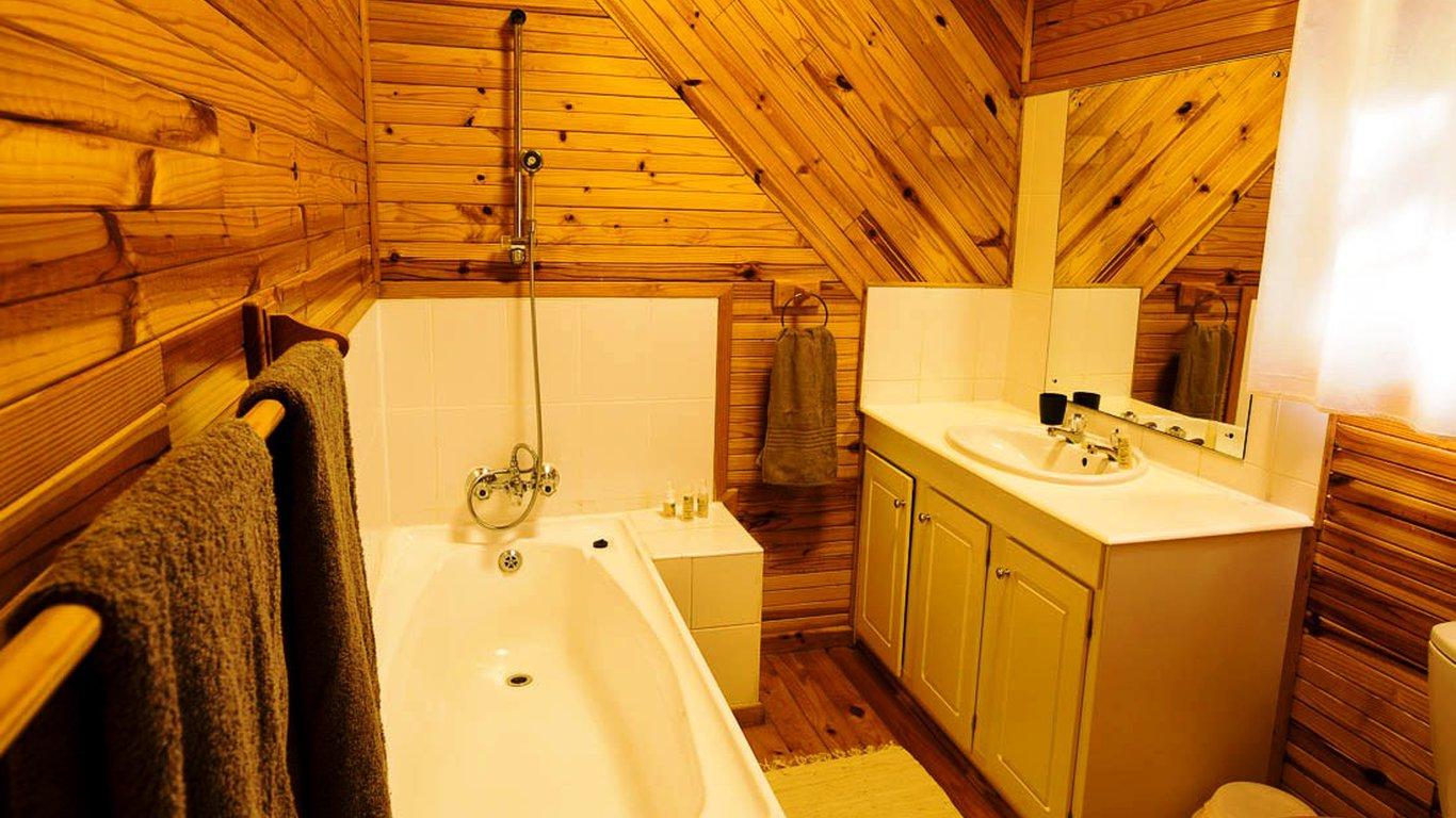 Tree House Bathroom Treehouse Bathrooms Tree House Bathroom ...