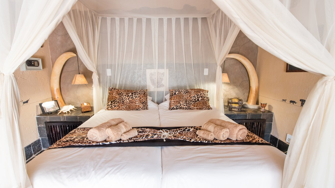 african rock lodge in hoedspruit instant booking 15658 | room 2 1366x768 q85 crop upscale
