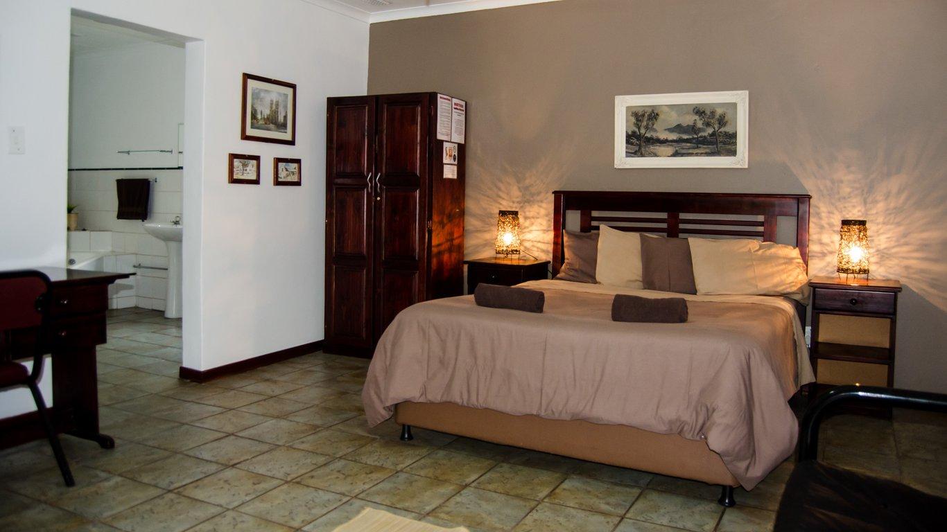 Motel En Suite Bathrooms: Travellers Inn In Rustenburg