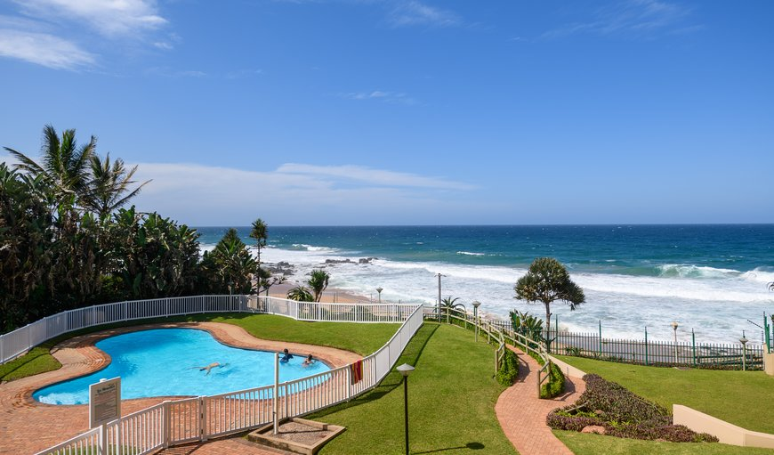 Sans Place - Ballito features a communal swimming pool with spectacular sea views.