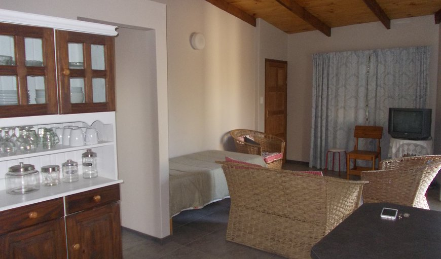 Huis klipdrift in henties bay best price guaranteed for Separate kitchen units