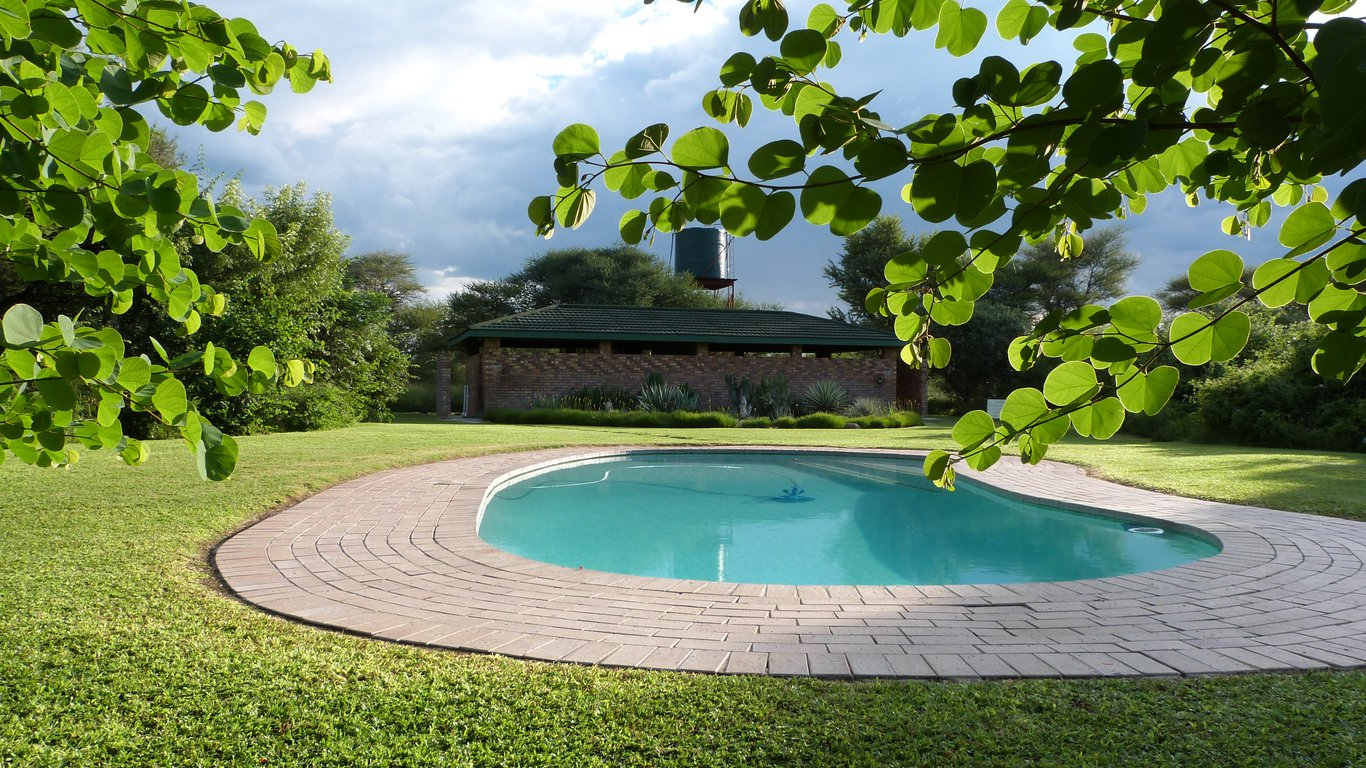 Woodlands stop over lodge in francistown best price guaranteed for Kingfisher swimming pool prices