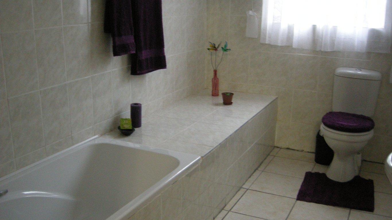 En Suite Bathroom South Africa: African Violet In Mbabane, Swaziland