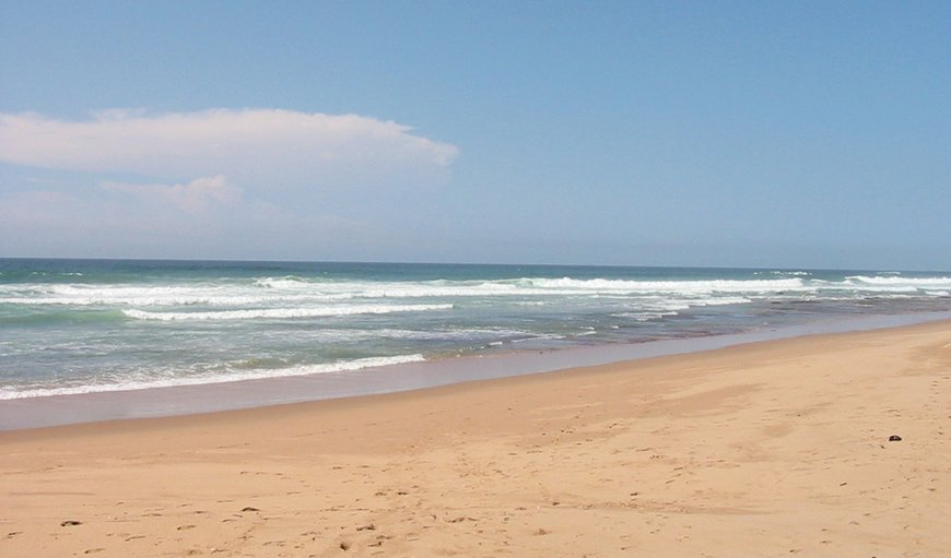A reasonably flat walk to main swimming beach or drive and park at car park. in Zinkwazi Beach, KwaZulu-Natal, South Africa