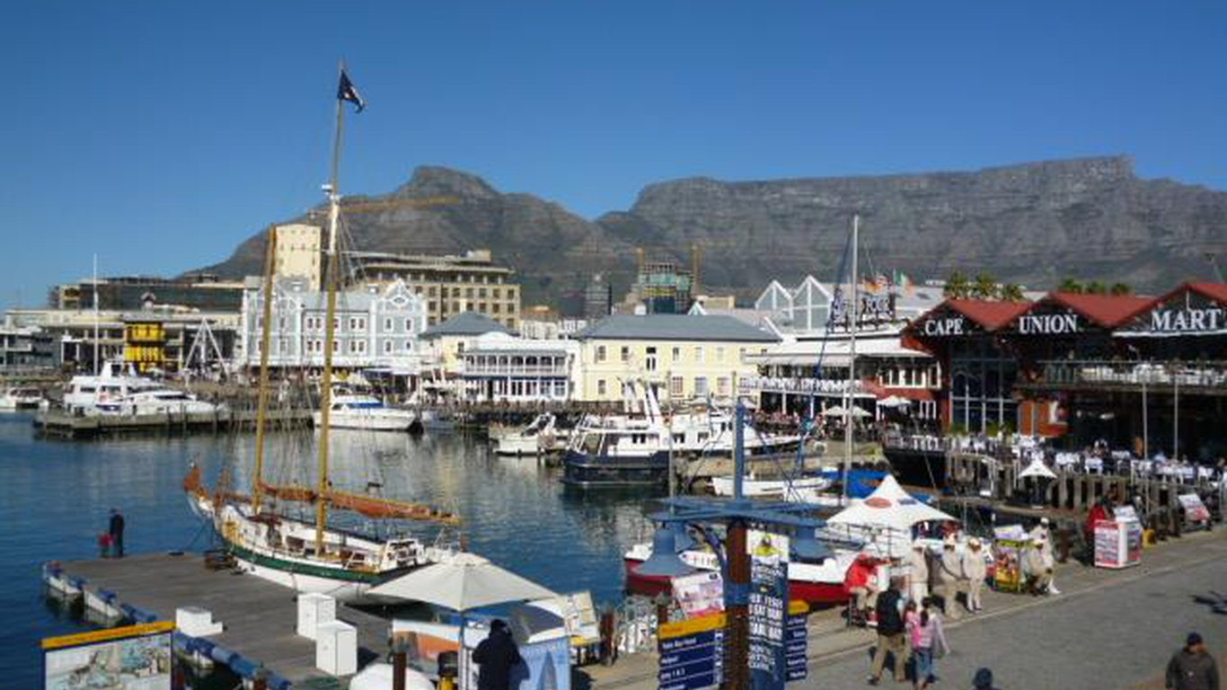 Big Skies Guesthouse In Gordon S Bay Best Price Guaranteed