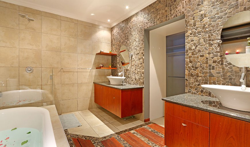Main Bathroom (En-suite)