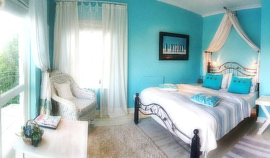 The Blue Ocean Suite can be used for B&B or Self-catering. It has a spacious lounge and kitchenette area with big balcony to enjoy the sea and the golf course views. It has a double queen size bedroom. Blue Ocean Suite sleeps 2-3 people.
