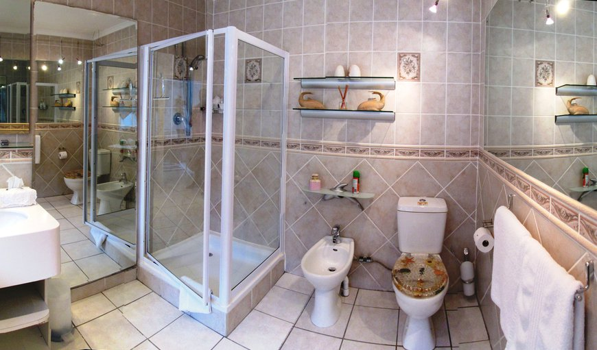 The Tuscan room offers a en-suite (Shower and toilet).