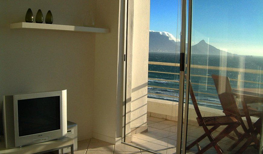 Welcome to White Sands Beachfront Apartment Cape Town in Bloubergstrand, Cape Town, Western Cape, South Africa
