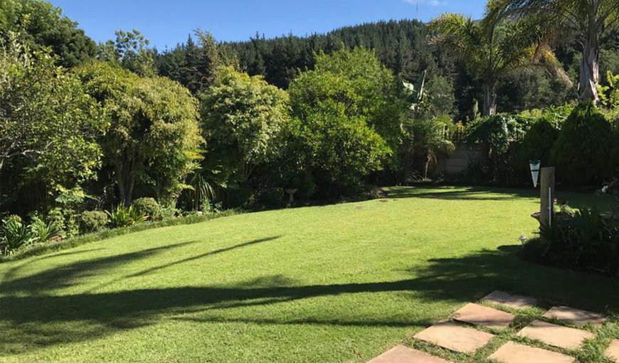 Mountain Trails B&B is situated in a quiet suburb at the foot of the Outeniqua Mountains.