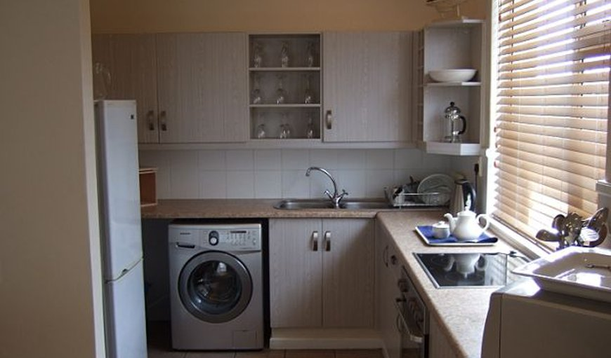 Fully equipped Kitchen with Fridge, stove/oven, microwave, washing machine