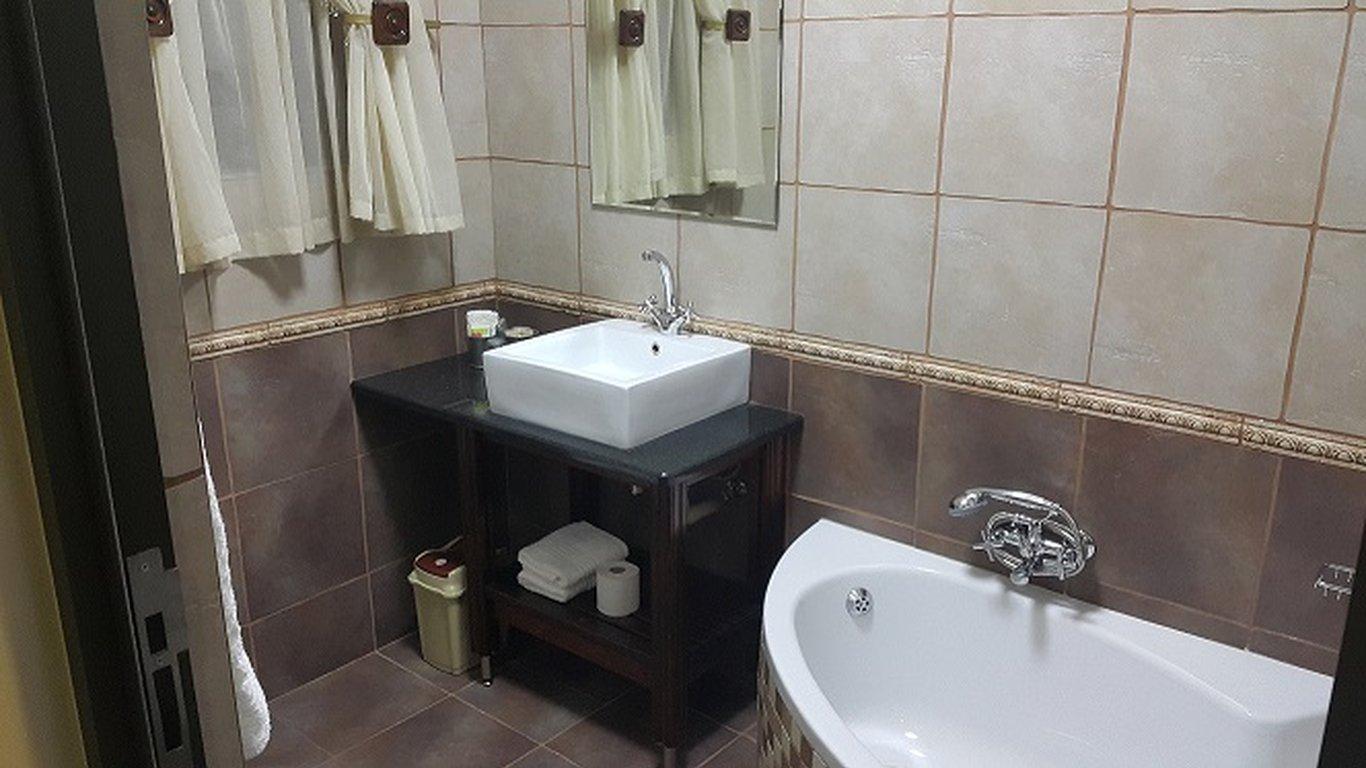 Bedroom En Suite Bathroom: Dunelm Gasteplaas In Clarens