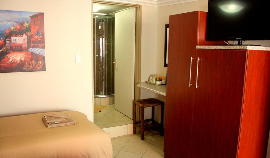 Single Room - Bedroom with Kitchenette and 3/4 Bed