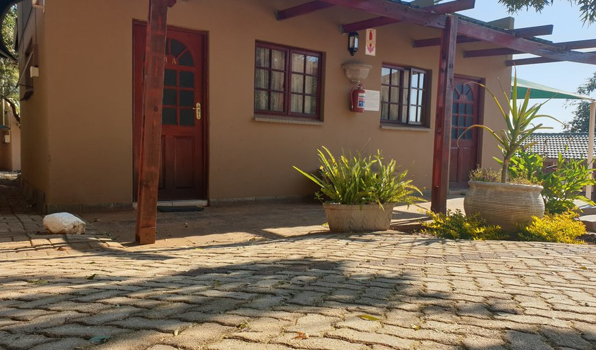 Welcome to N4 Guest Lodge (Twin bed unit) in Rustenburg, North West Province, South Africa