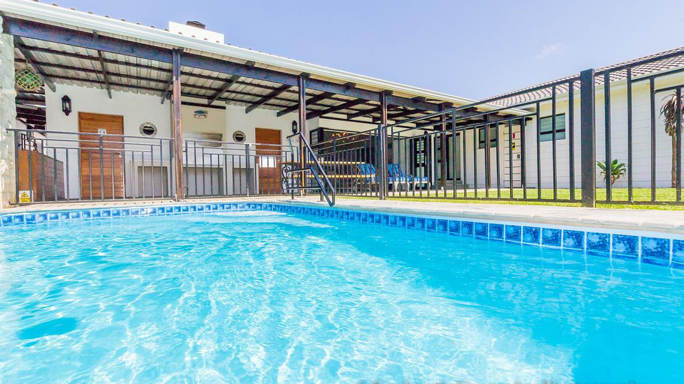 Grootendorst Holiday Home in Broadwood, Port Elizabeth — Best Price Guaranteed