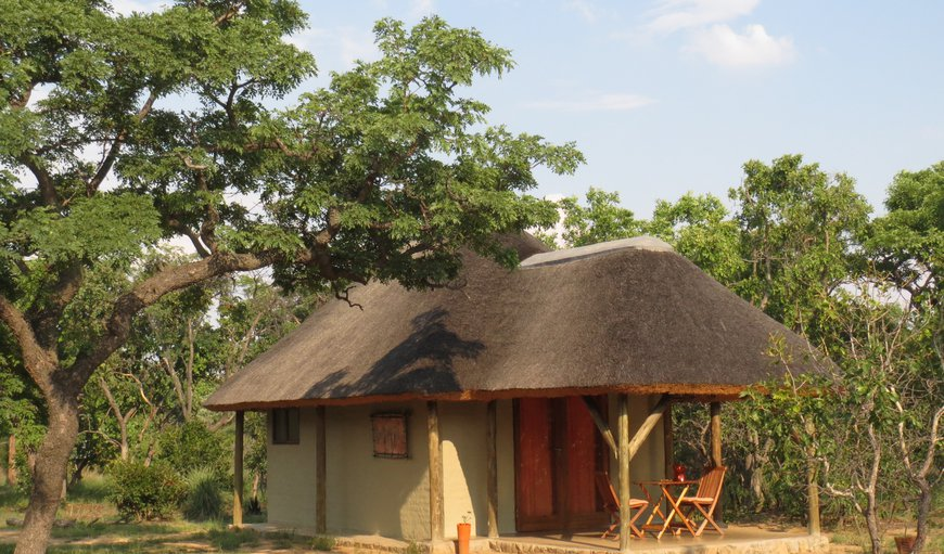 The lovely Cheetah Lodge decorated in stone orange colors. Sleeps two adults and a luxury stretcher can be added.