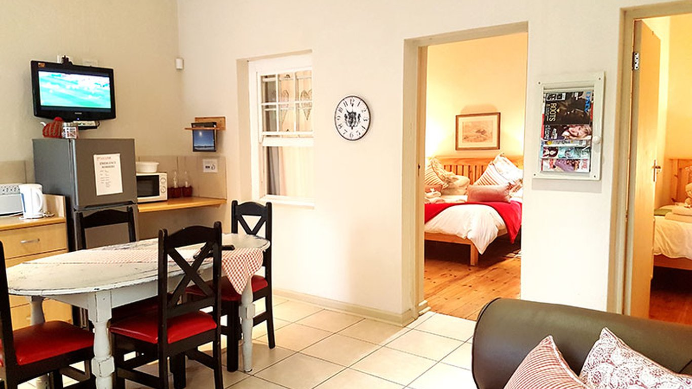 Karoorus - Accommodation in Graaff Reinet — Best Price Guaranteed