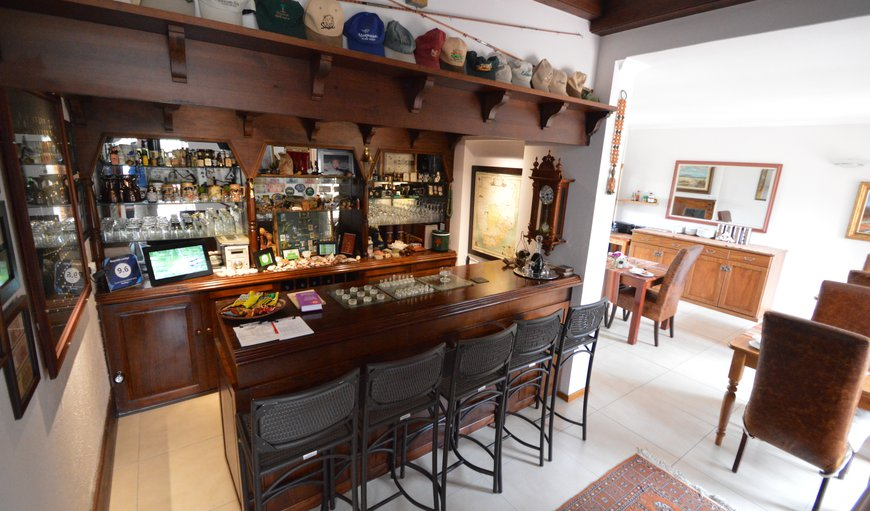 honesty bar and dining room