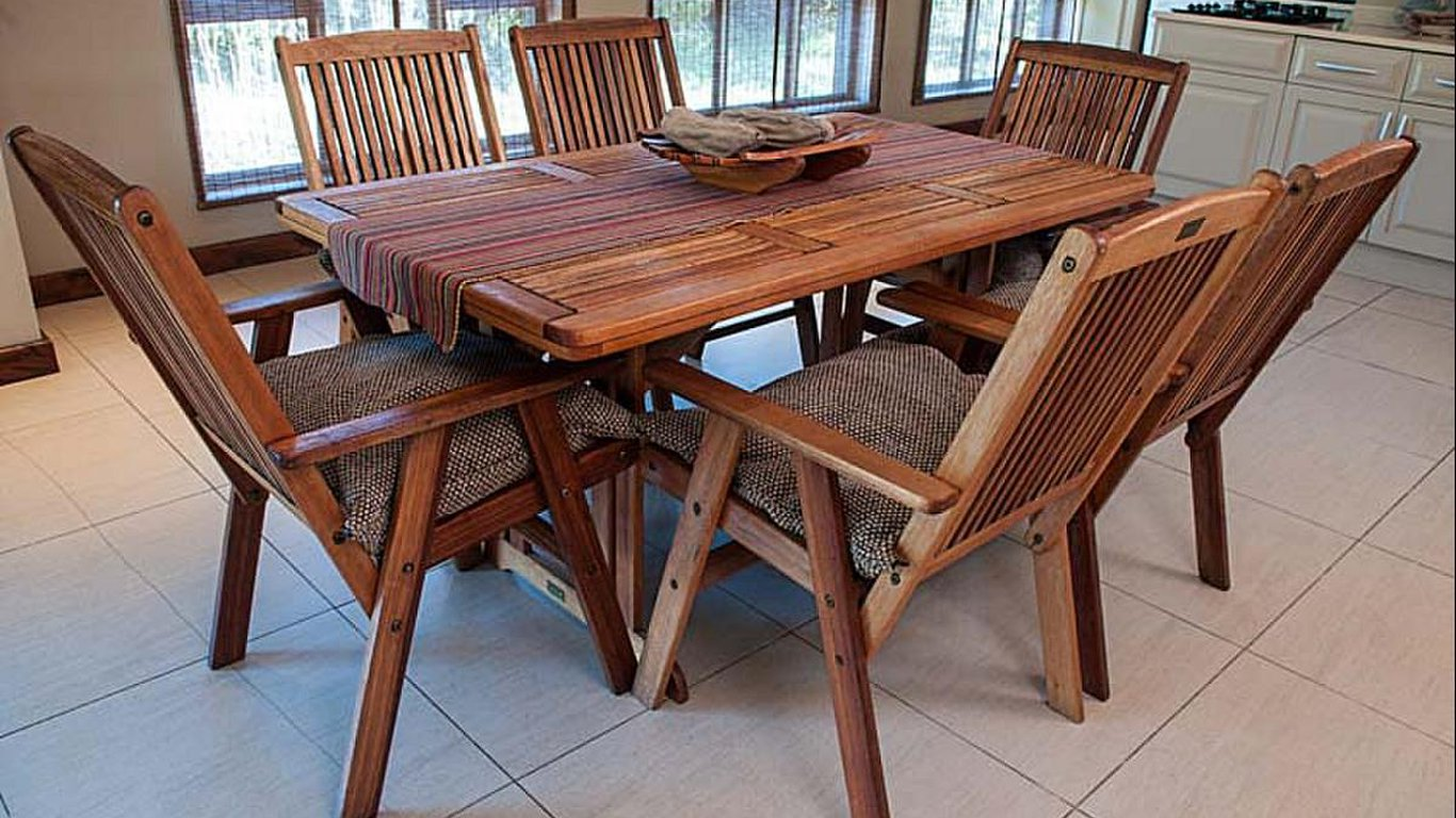 Klippies With A Dining Table And Chairs
