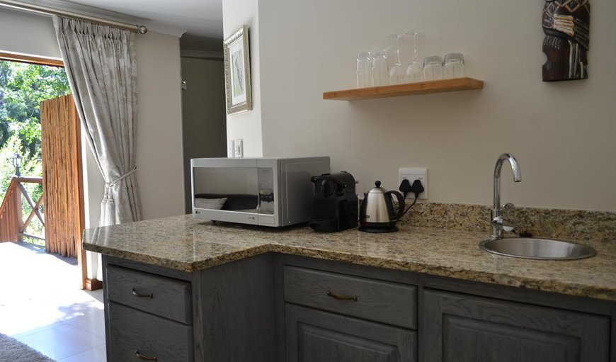 Kitchenette in the Woodpecker Suite