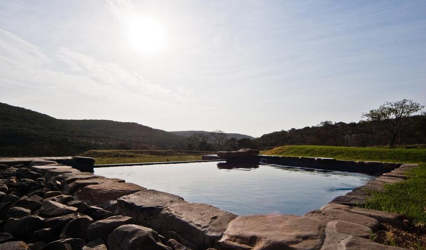 Swimming pool with 360-degree panorama views of the Santa Paloma Valley and its green hilltops.