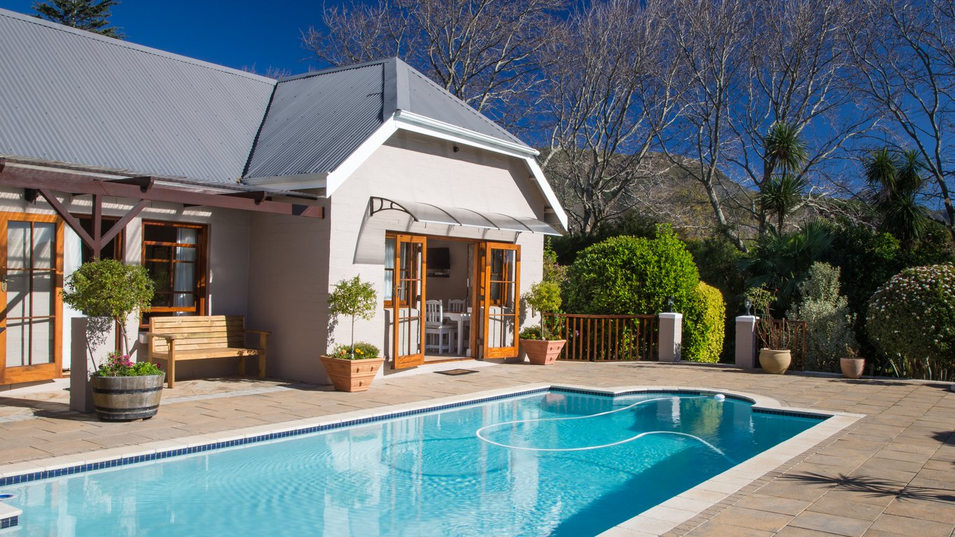 Summit place in constantia cape town best price guaranteed for Southern suburbs swimming pool