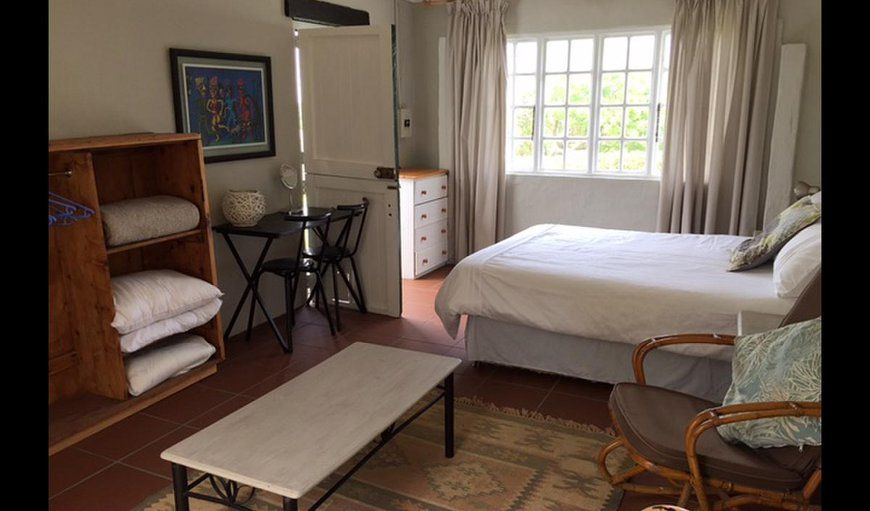 Millwood Cottage with a double bed, chairs and a table.