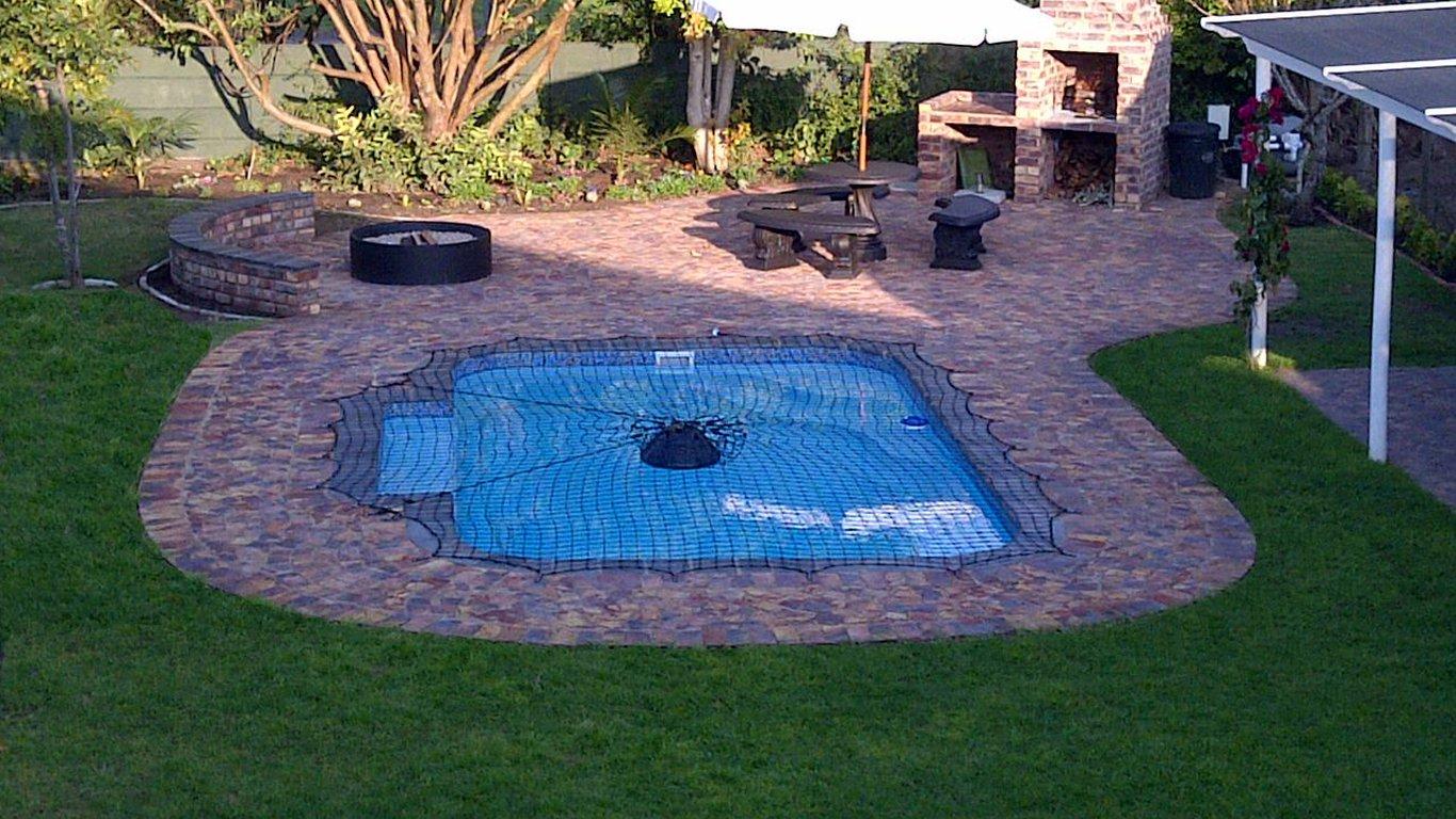 Charmant Communal Pool Area.