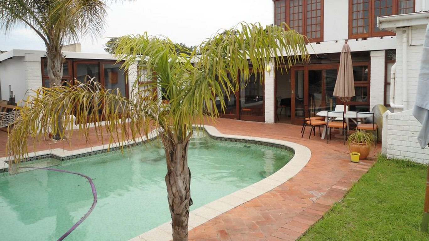 Egmont guest house in greenacres port elizabeth best - Guest house in goa with swimming pool ...