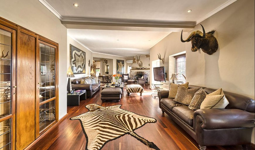 Ikhaya Safari Lodge shared lounge area.