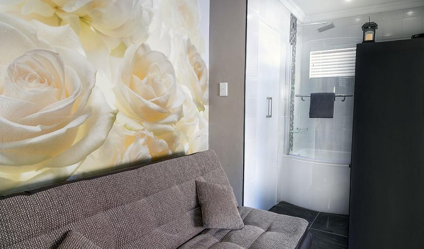 Hummingbird Suite - Rose with a couch.