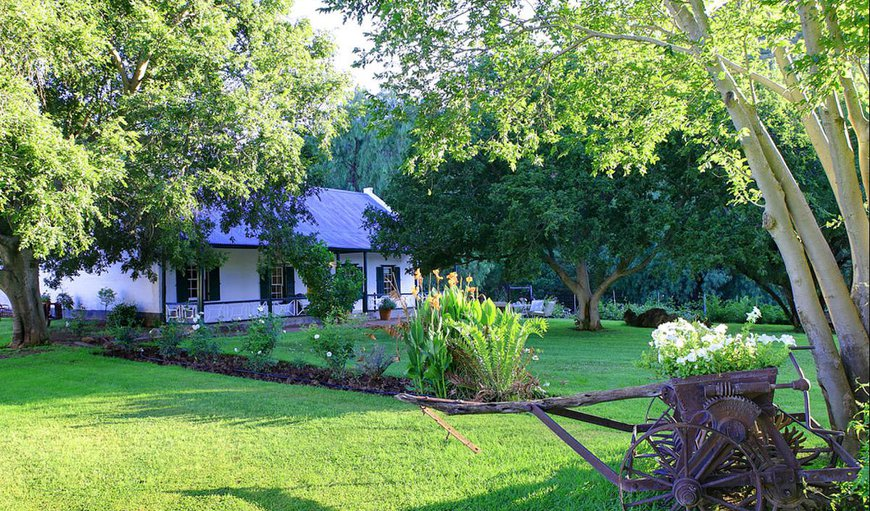 1830 Cottage with a beautiful garden and tree's.