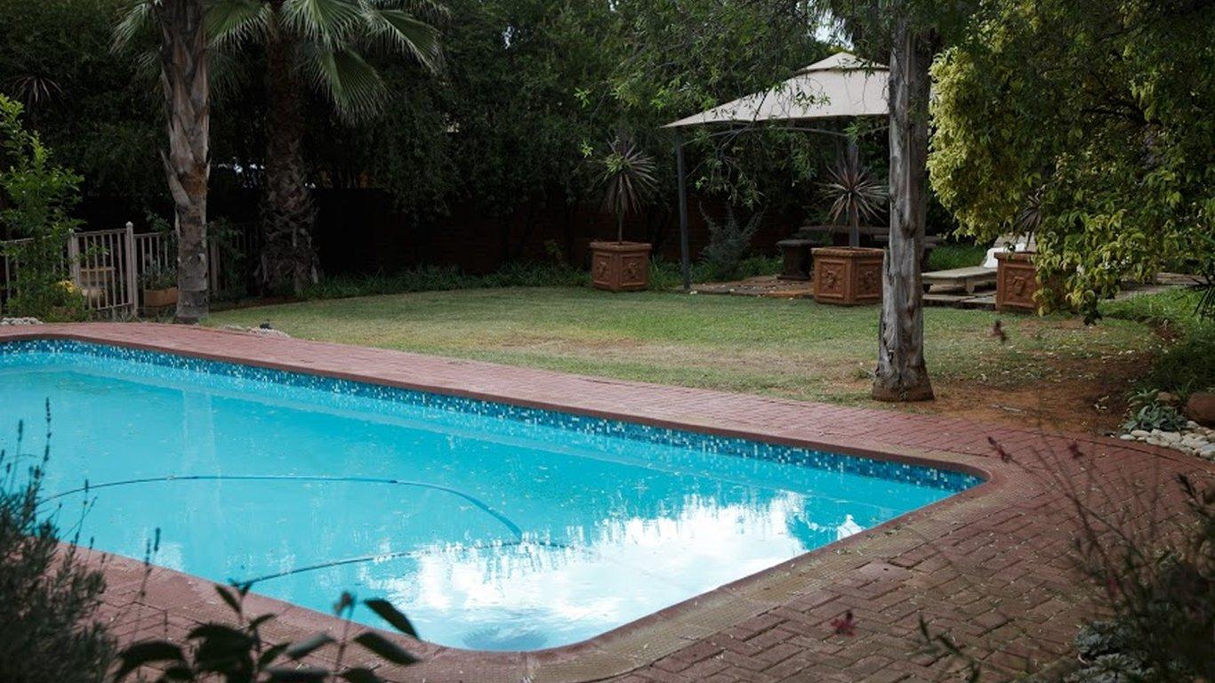 Park living guesthouse in langenhoven park bloemfontein - Stadium swimming pool bloemfontein prices ...
