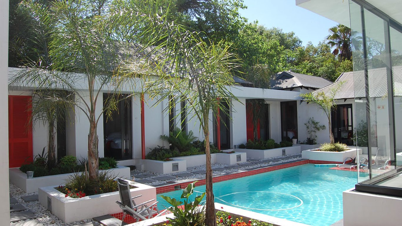 21 kingfisher guesthouse in sandton johannesburg joburg best price guaranteed for Kingfisher swimming pool prices