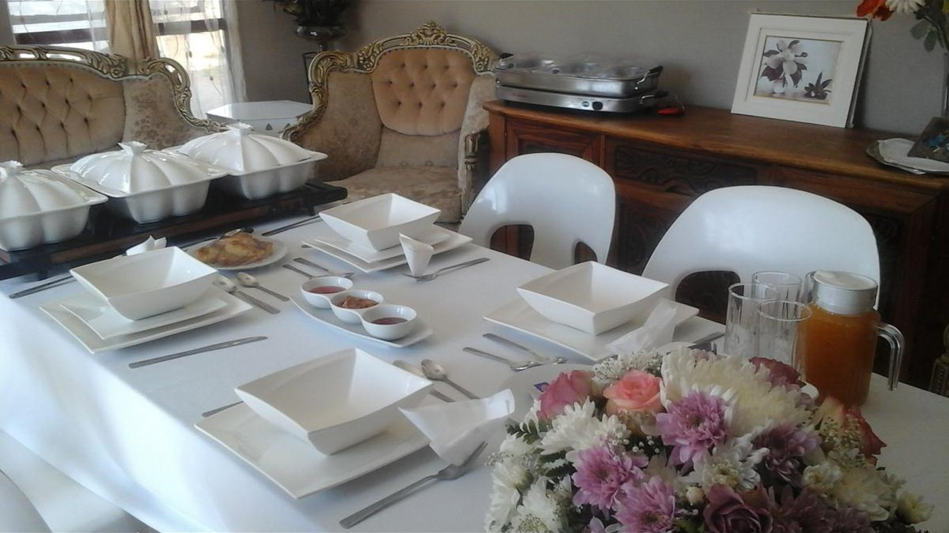 Vicky b bed and breakfast in rustenburg best price for Bed and breakfast area riservata