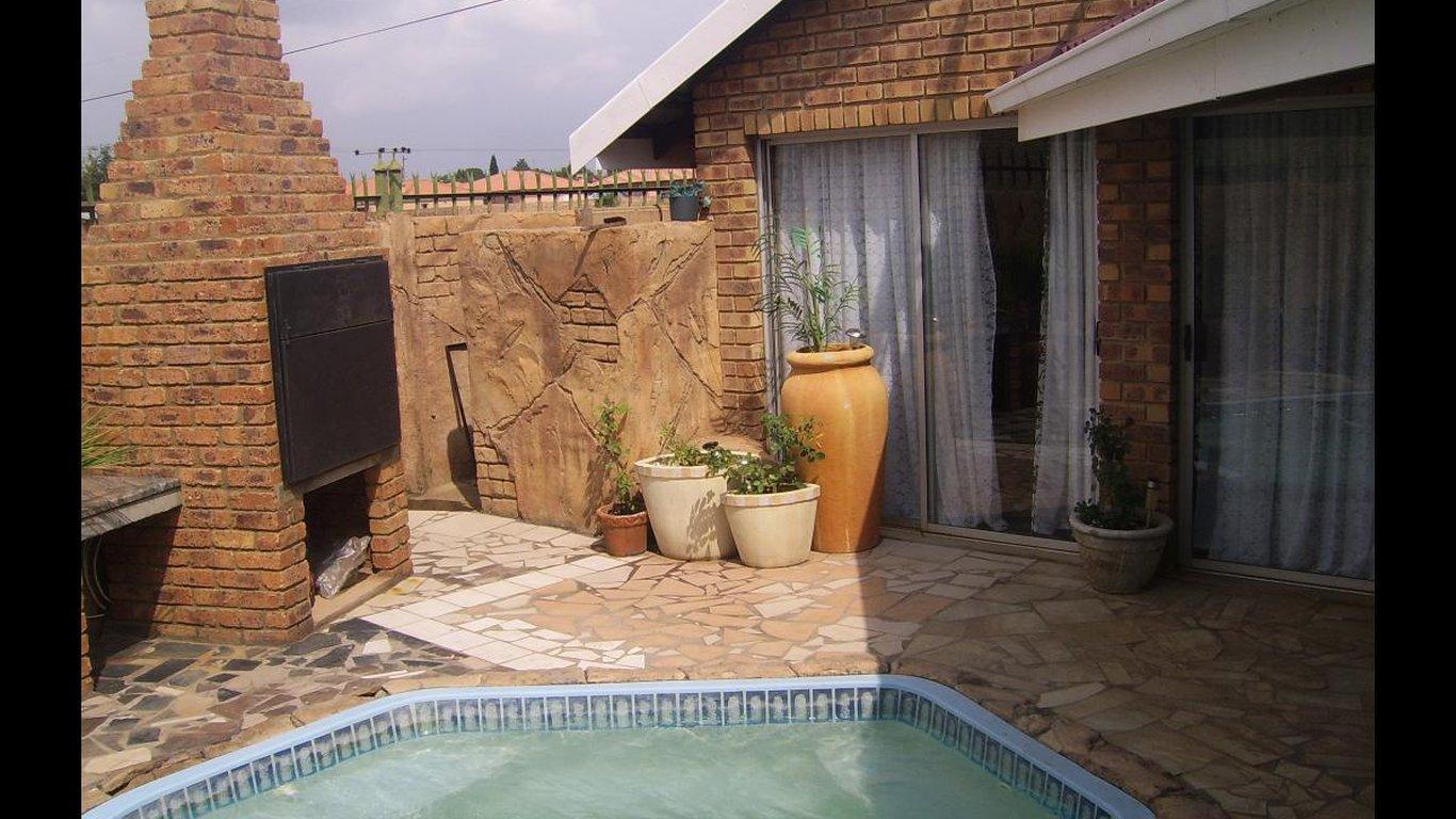 Ranonkel Guesthouse in Bronkhorstspruit , Gauteng, South Africa