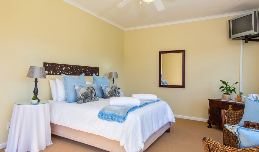 QUEEN ROOM - WALK IN CLOSET, FULL BATHROOM, 2 CHAIRS, FRIDGE, AIRCON, DSTV, TEA & COFFEE FACILITIES