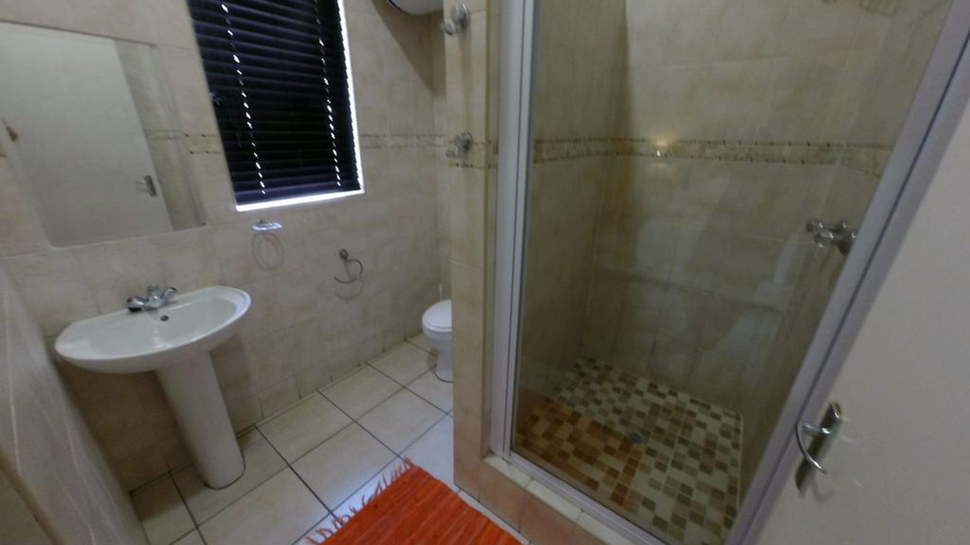 En Suite Bathrooms In Apartments: Ushaka Holiday Apartments In Durban