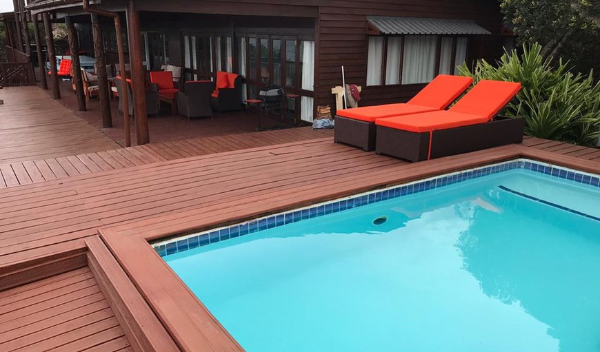 Mar Azul 2 is situated on Mar Azul private beach housing estate in Ponta Malongane and features a furnished deck with its own private swimming pool.