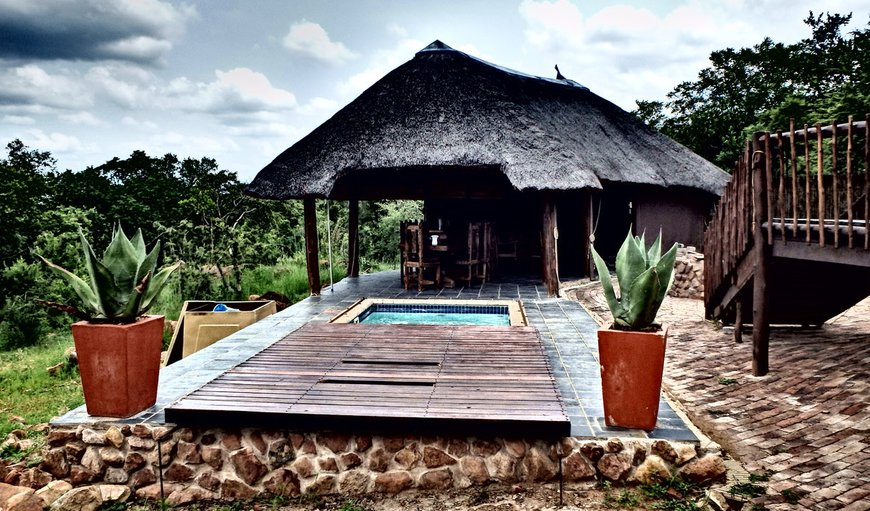 Kwalata 129 is a beautiful self catering house situated in the Mabalingwe Game Reserve.