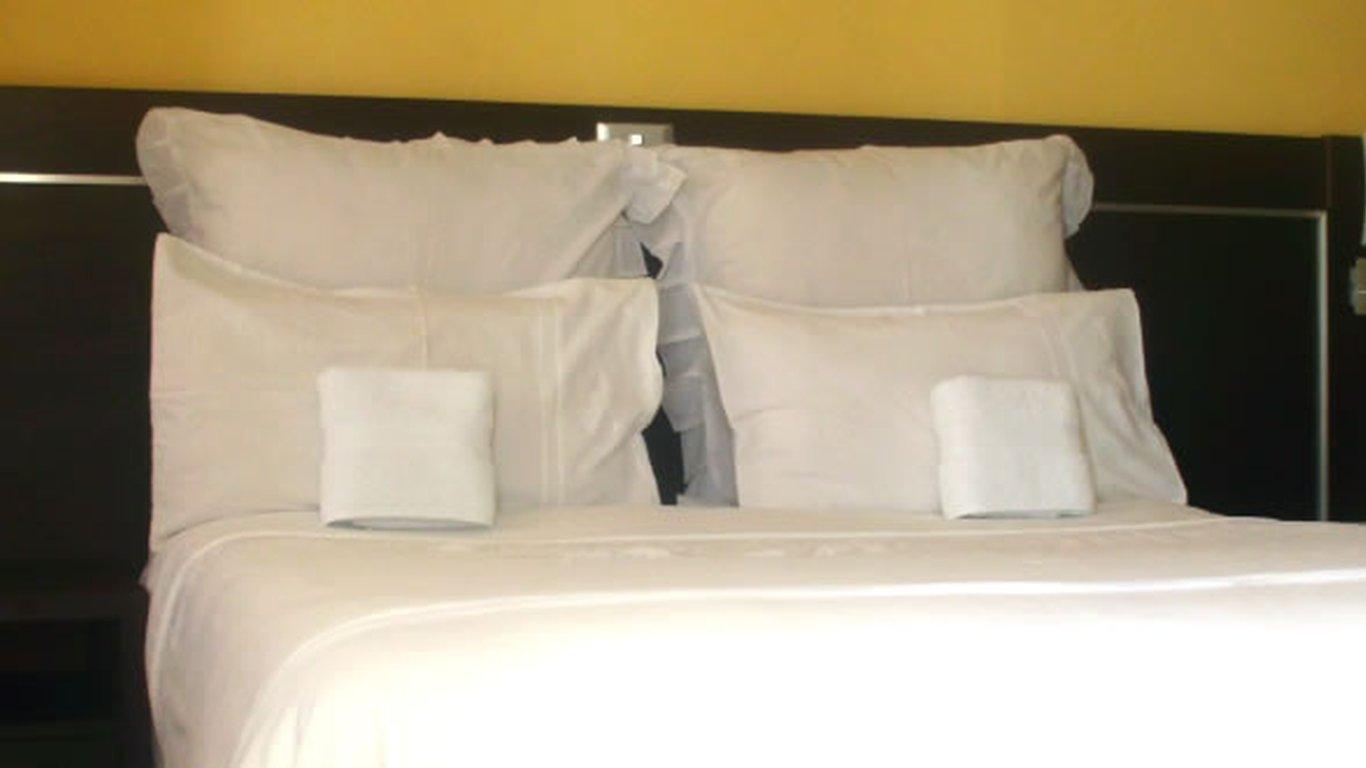 Muofhe Graceland Lodge in Thohoyandou — Best Price Guaranteed