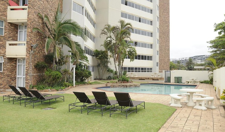 This apartment is located in a secure complex with a communal swimming pool and communal braai facilities