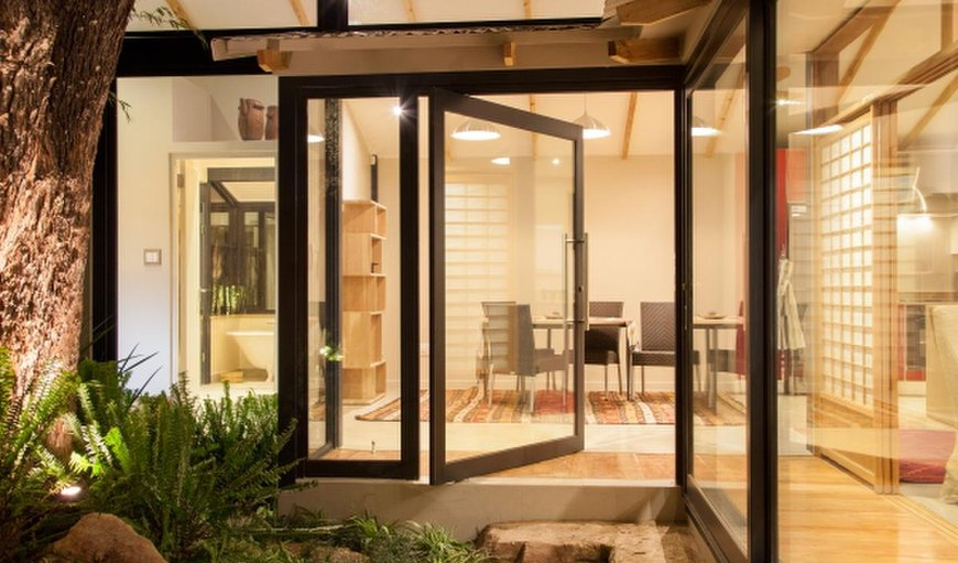 Welcome to the stunning Bamboo Cottage in Parktown, Johannesburg (Joburg), Gauteng, South Africa