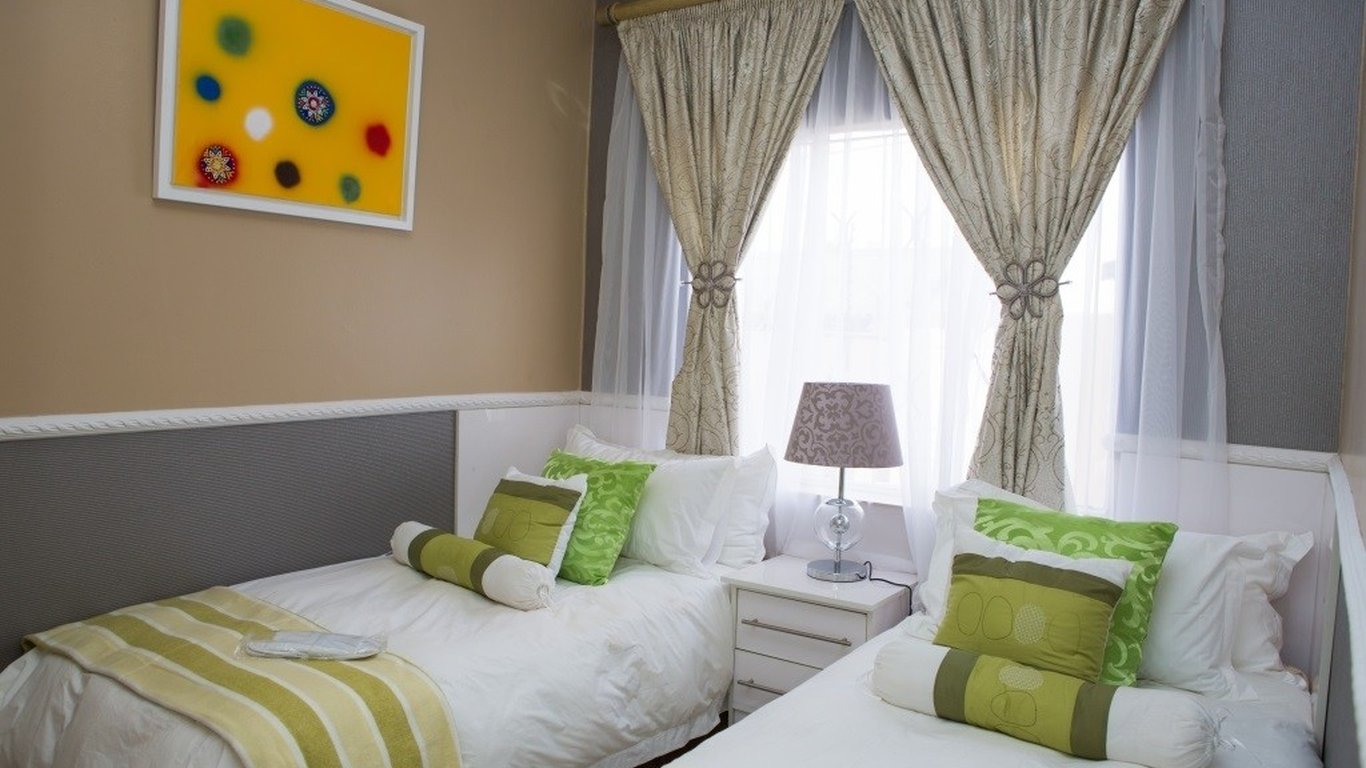 Zaza S Guest House And Spa In Soweto Best Price Guaranteed