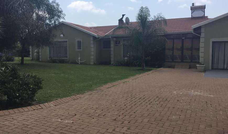 Welcome to the stunning Sleep Easy Guest House. in Amajuba Park, Newcastle, KwaZulu-Natal, South Africa