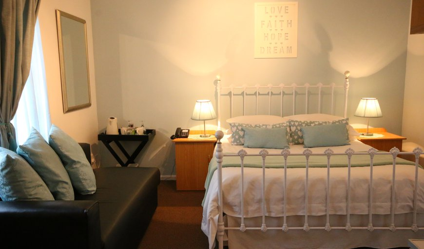 Double bed with en-suite bathroom shower and bath. TV, coffee & tea facilities, private entrance, Upstairs. Mini Fridge and Microwave in the Room.